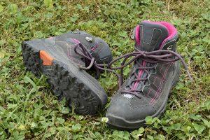 qué llevar al camino de santiago botas de senderismo