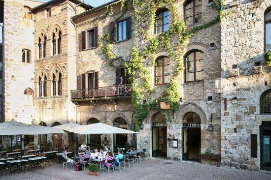 hotel via francigena galiwonders