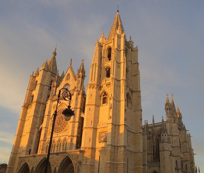 Catedral de León GaliWonders min